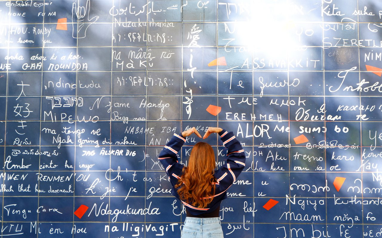 AWAYN IMAGE Take a picture with Paris's I Love You Wall