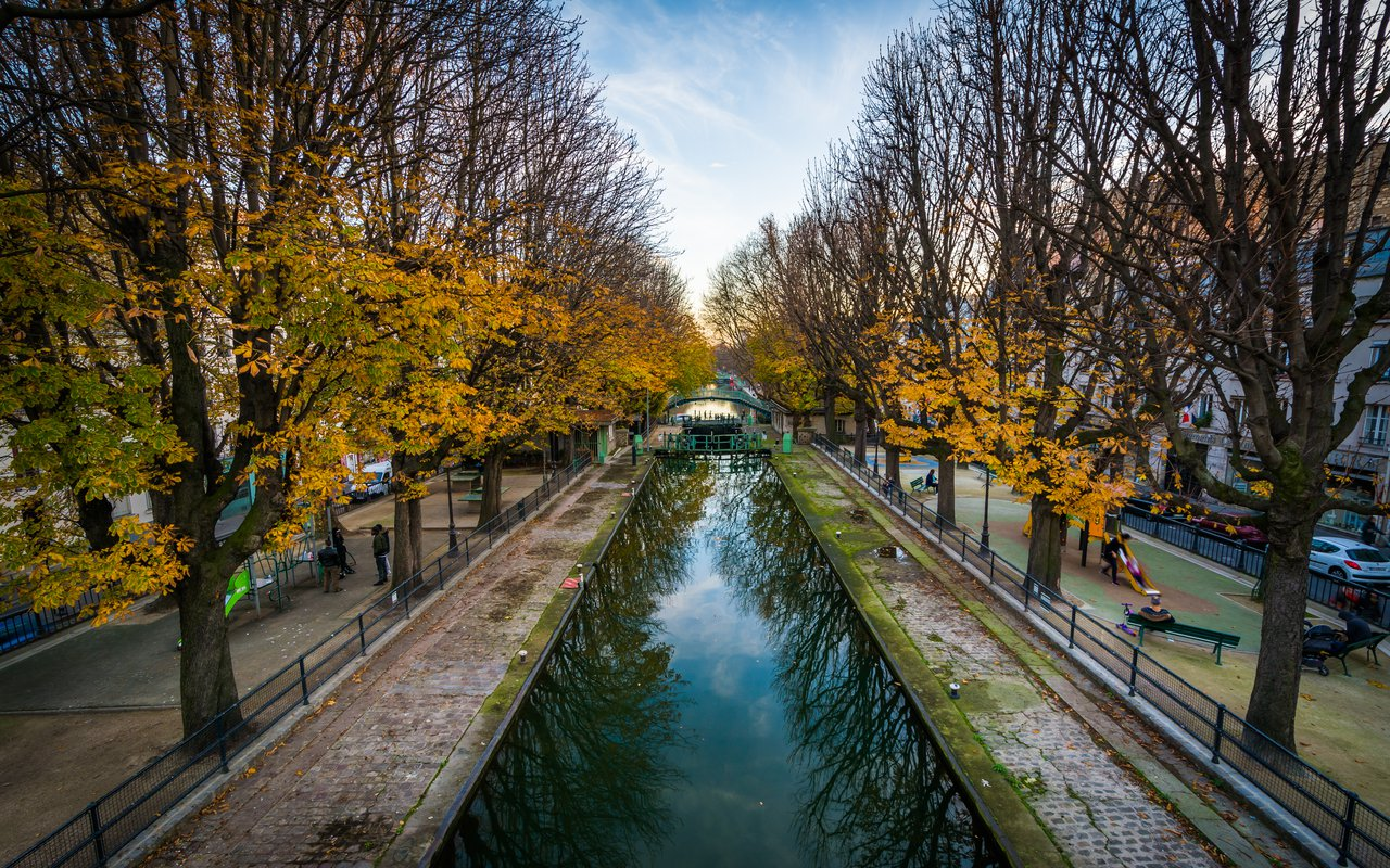 AWAYN IMAGE Chill by the Canal Saint-Martin