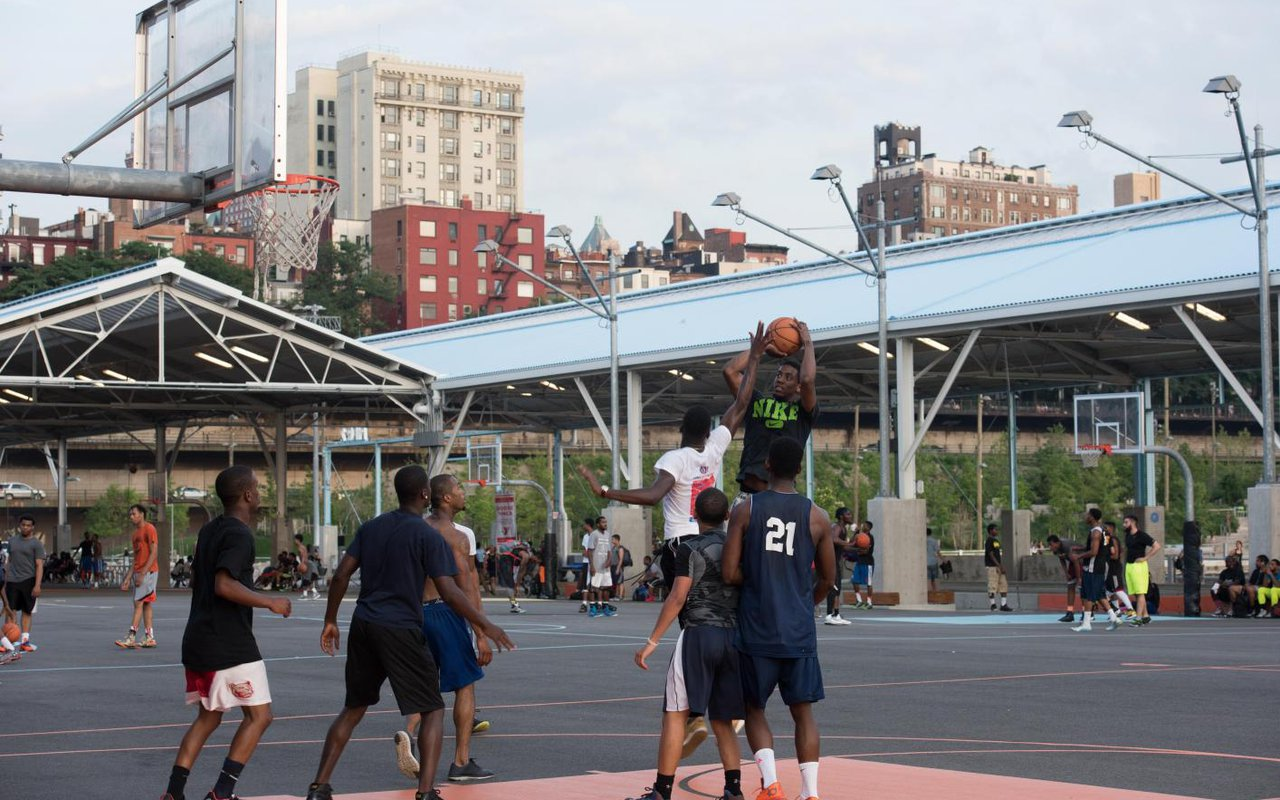 AWAYN IMAGE Brooklyn Bridge Park Basketball Courts