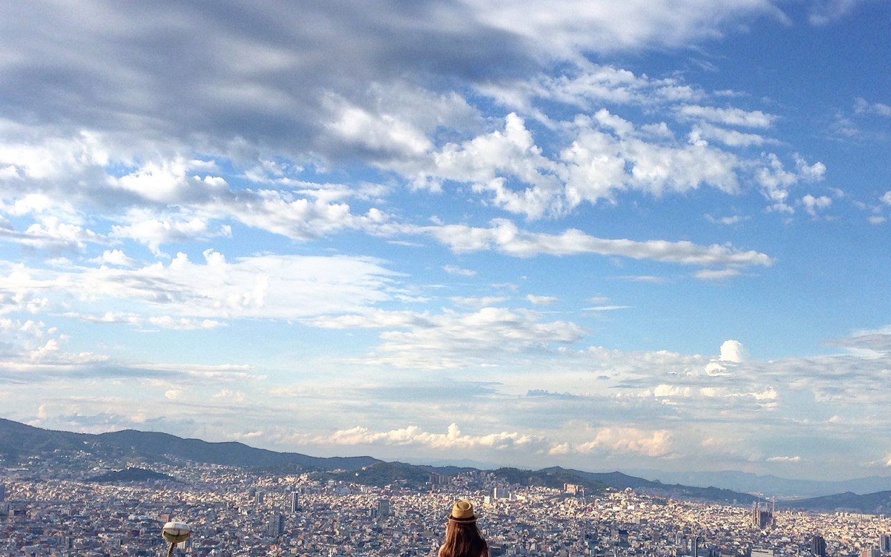 AWAYN IMAGE Hike up to Montjuic