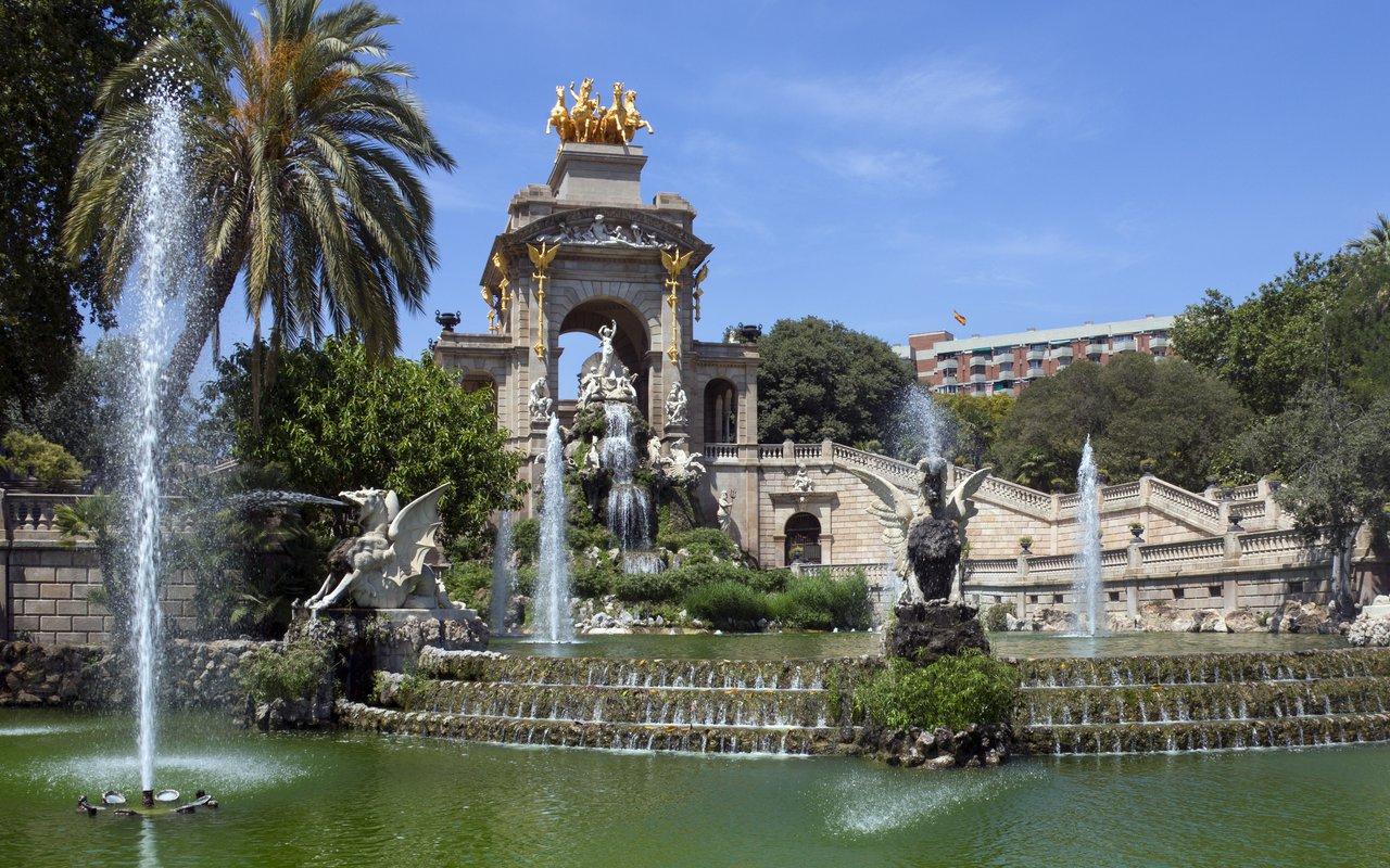 AWAYN IMAGE Spend a lazy afternoon at Parc de la Ciutadella