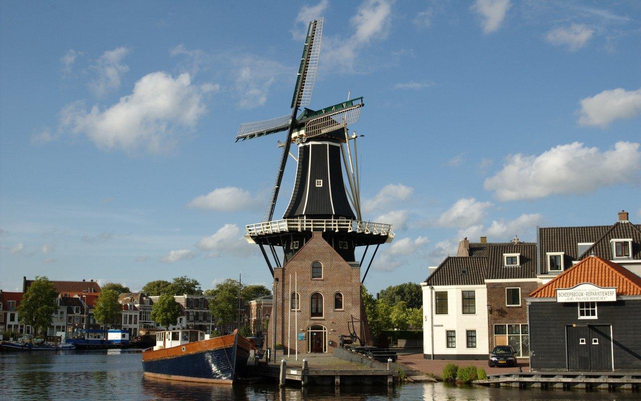 AWAYN IMAGE Visit Molen De Adriaan Windmill