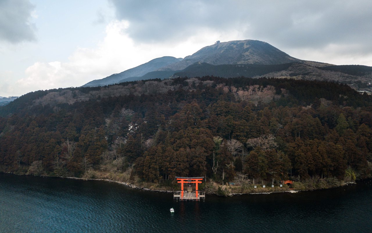 AWAYN IMAGE Visit the picturesque Hakone Shrine