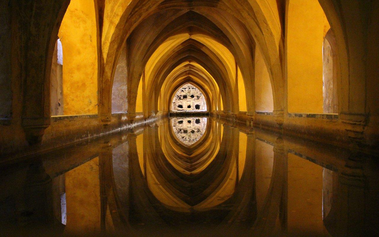 AWAYN IMAGE Visit Alcázar of Seville