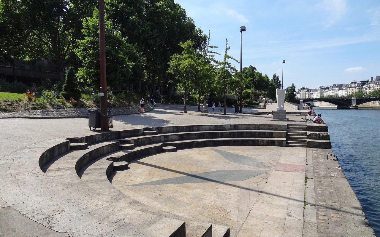 AWAYN IMAGE Relax in Jardin Tino Rossi