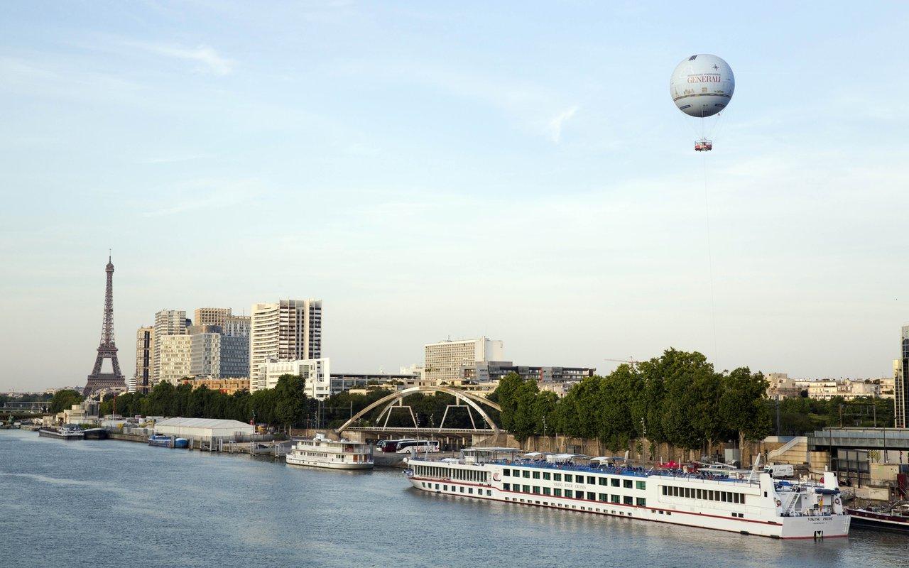 AWAYN IMAGE Hot Air Balloon Ride in Paris
