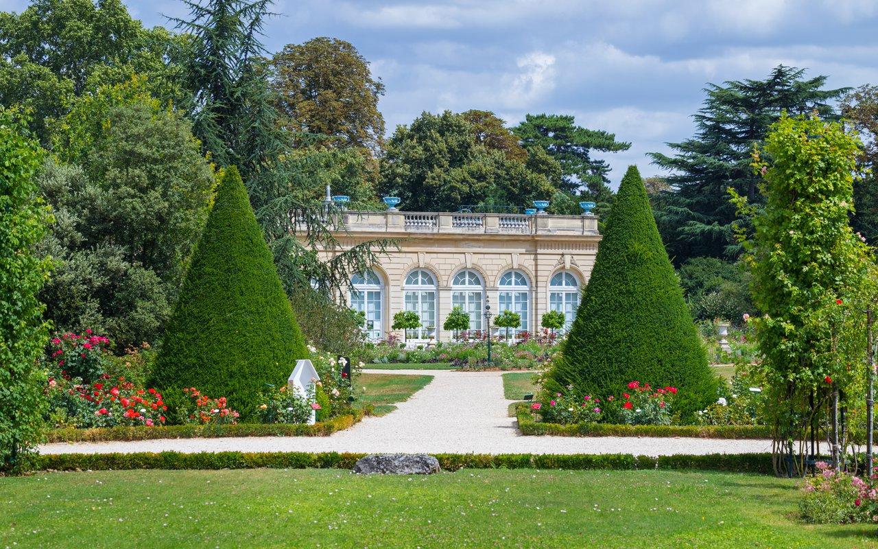 AWAYN IMAGE Walk around Parc de Bagatelle