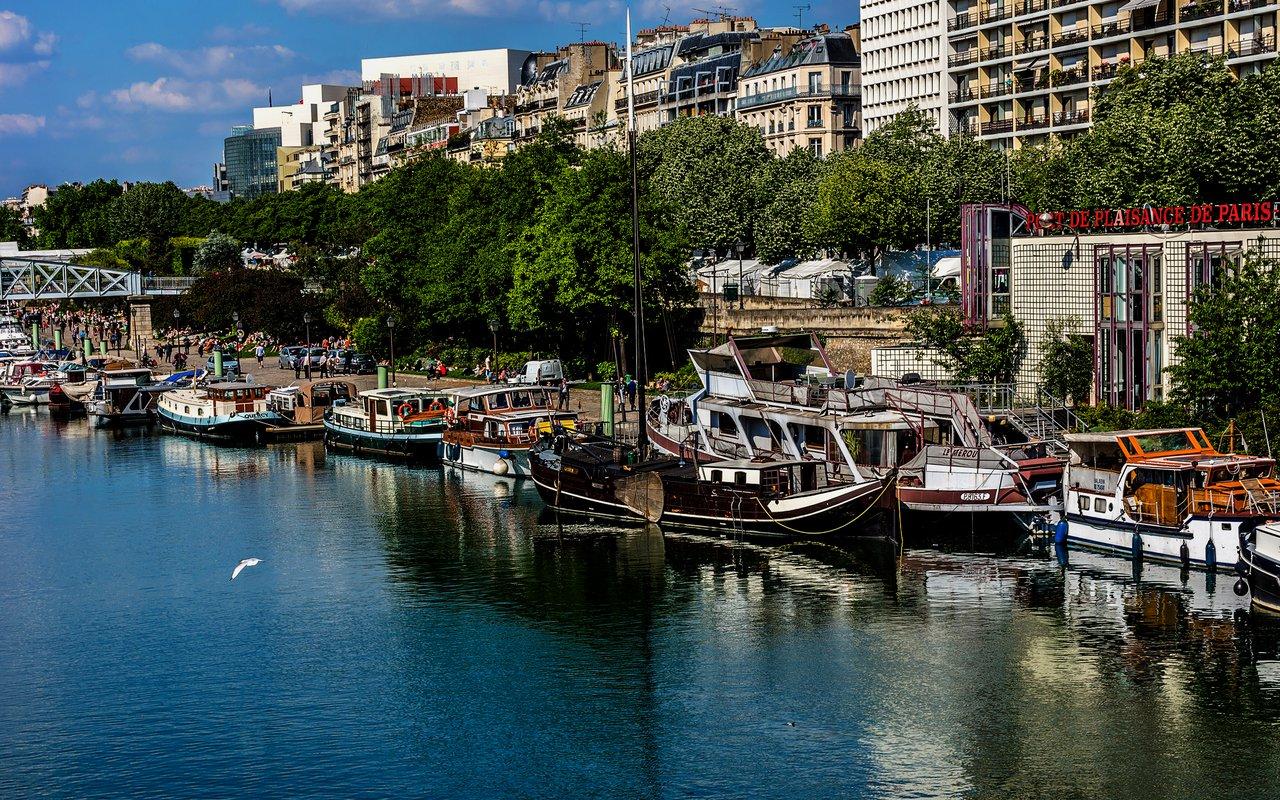 AWAYN IMAGE Walk along  Capitainerie du Port de l'Arsenal de la Bastille