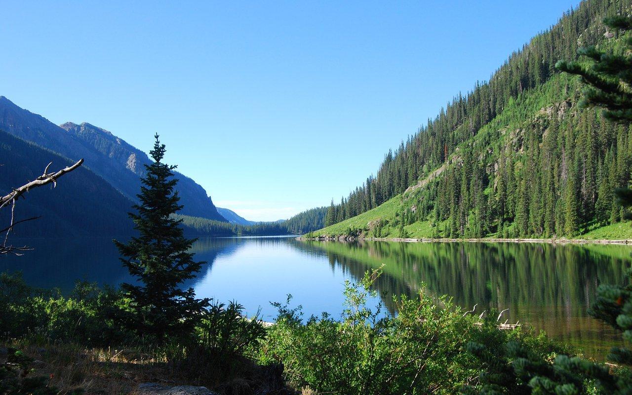 AWAYN IMAGE Backpacking across the Lake San Cristobal
