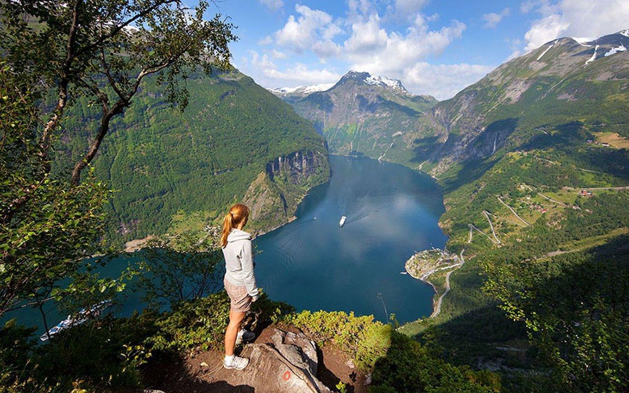 AWAYN IMAGE Geirangerfjord Hike