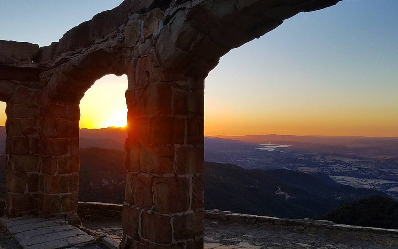 AWAYN IMAGE Photograph the sunset in Knapp's Castle