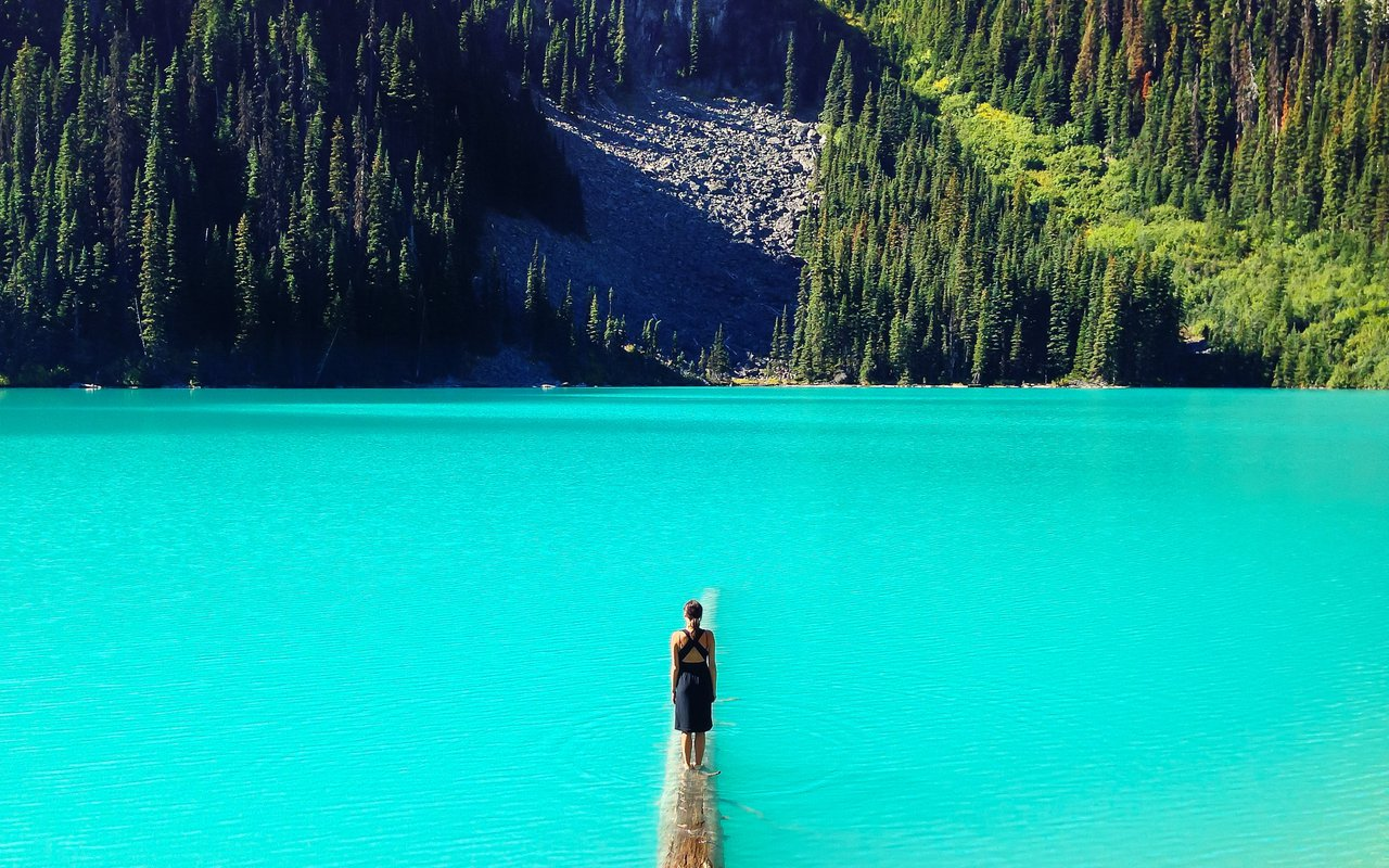 AWAYN IMAGE Hike to Joffre Lakes Trail, Mount Currie, Canada