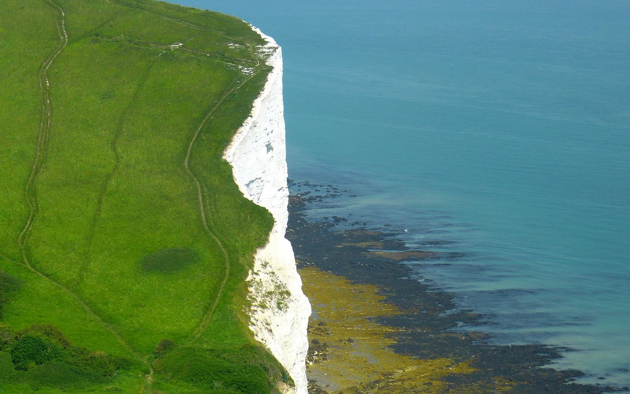 AWAYN IMAGE Cliff Edge, Seven Sisters, Sussex