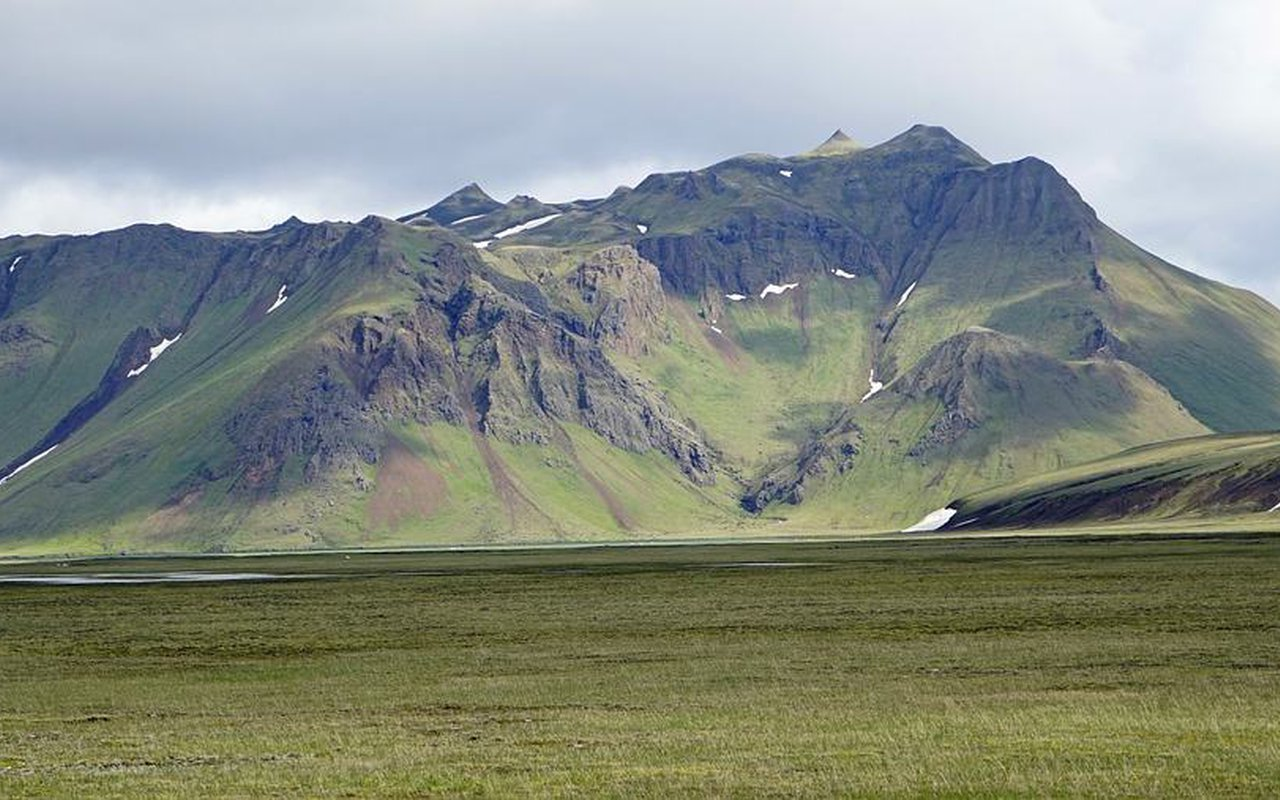 AWAYN IMAGE Landmannalaugar Hiking