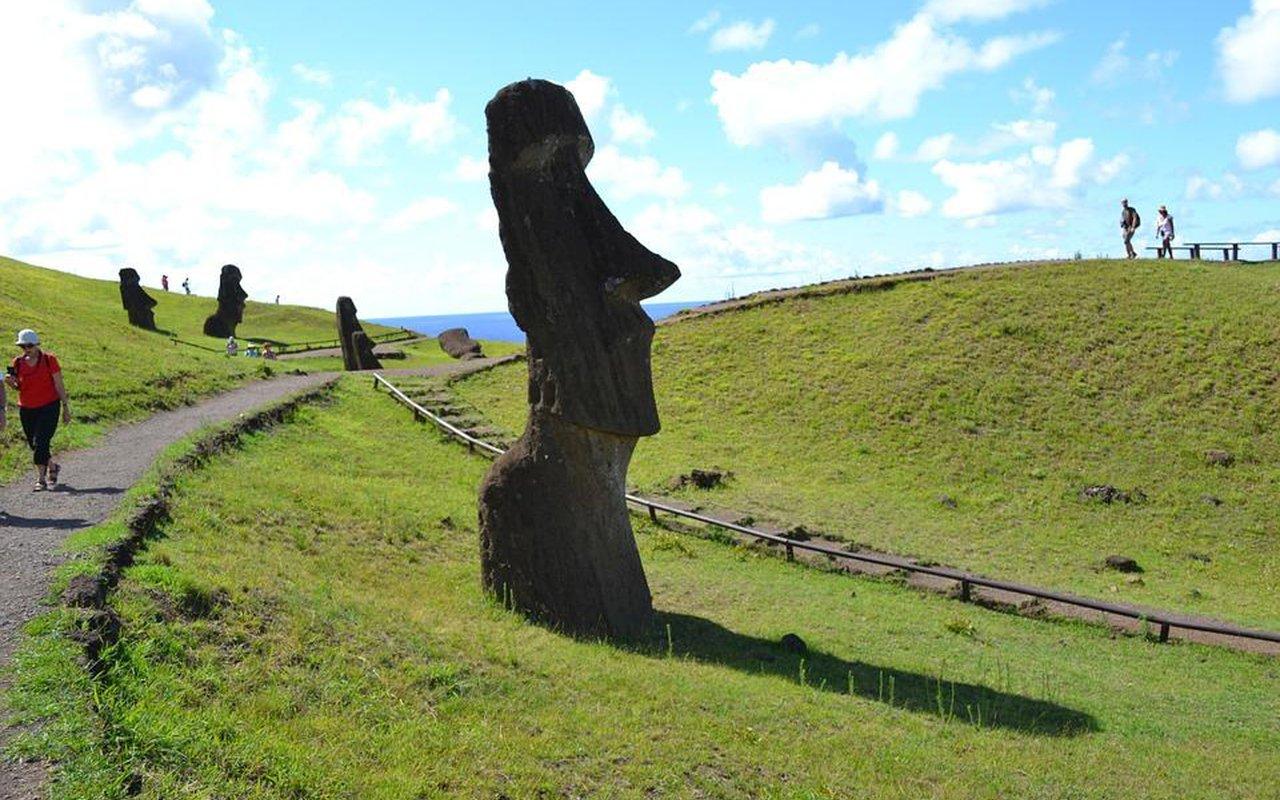 AWAYN IMAGE Easter Island Island in the Pacific Ocean