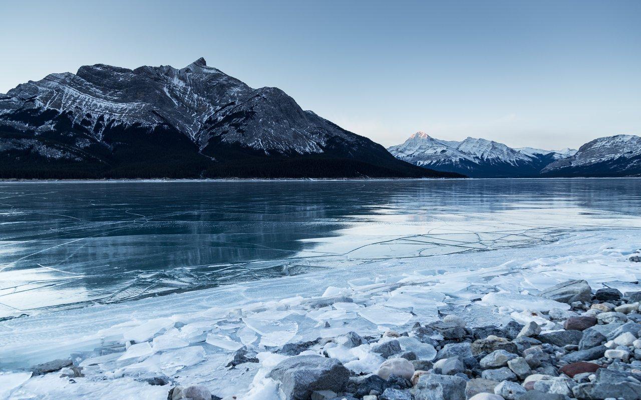 AWAYN IMAGE Frozen Goldeye Lake