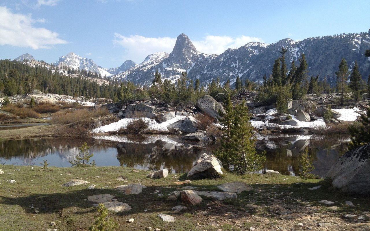 AWAYN IMAGE Rae Lakes Hike and camping