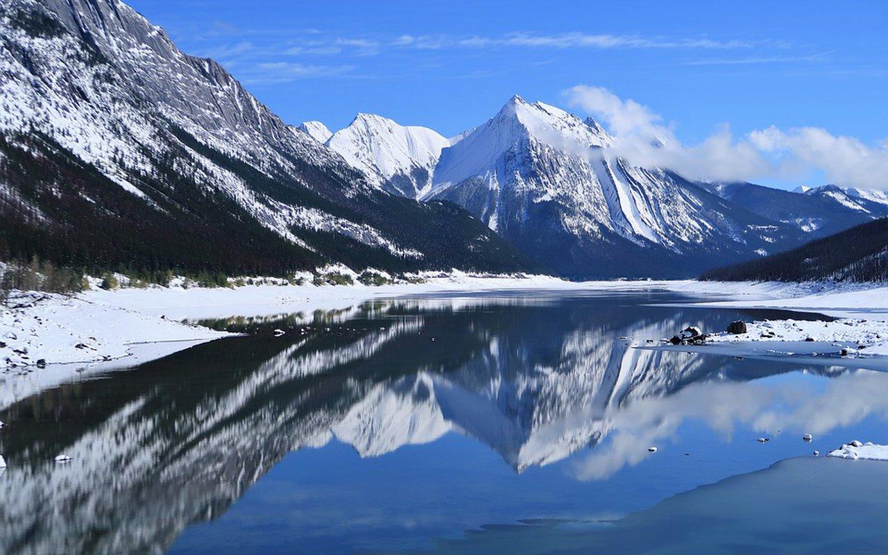 AWAYN IMAGE Hike to Lago di Sorapiss, Cortina d'Ampezzo, Italy