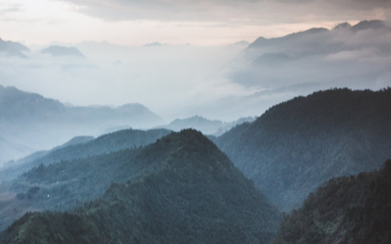 AWAYN IMAGE Fansipan Mountain