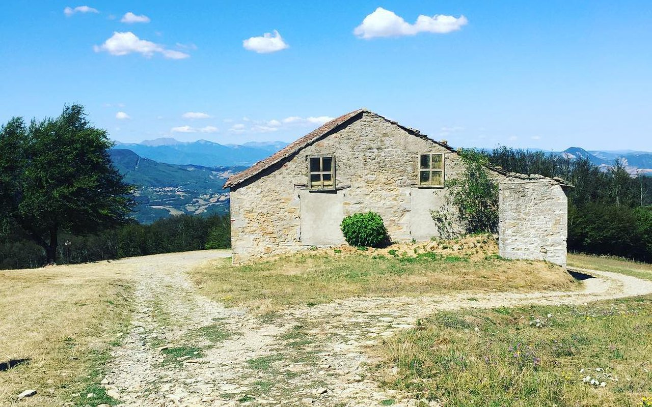 AWAYN IMAGE Via degli Dei (Hike)