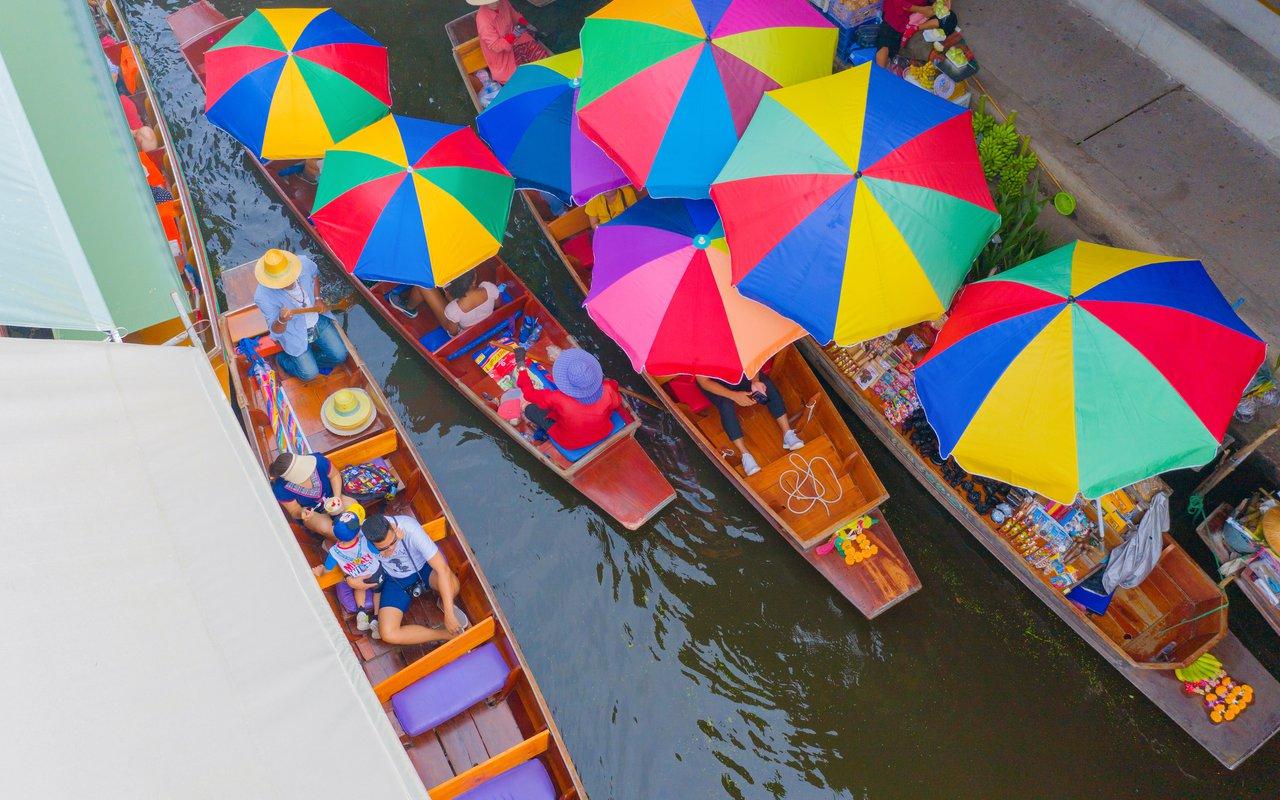 AWAYN IMAGE Boating Along Taling Chan Open Market