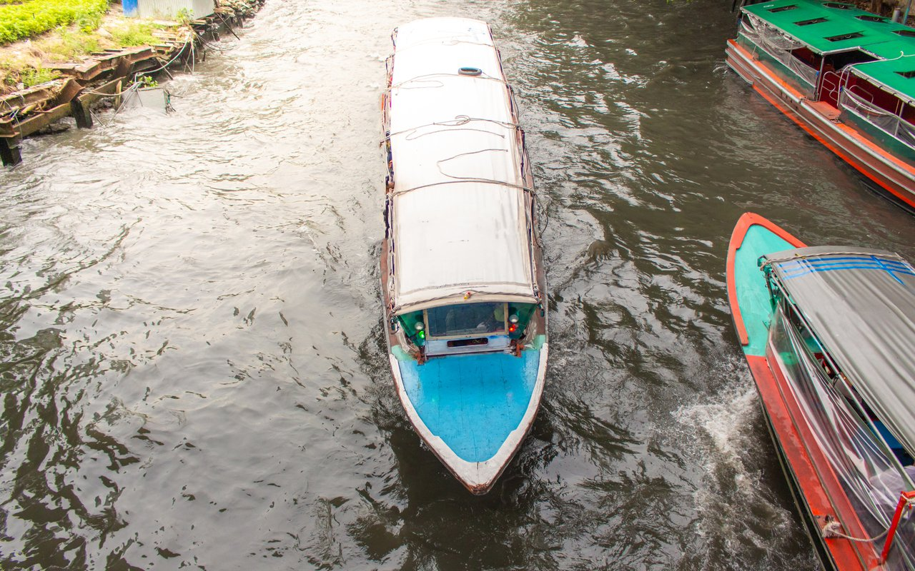AWAYN IMAGE Boating Along Bangkok's Canals Klong Bang Luang
