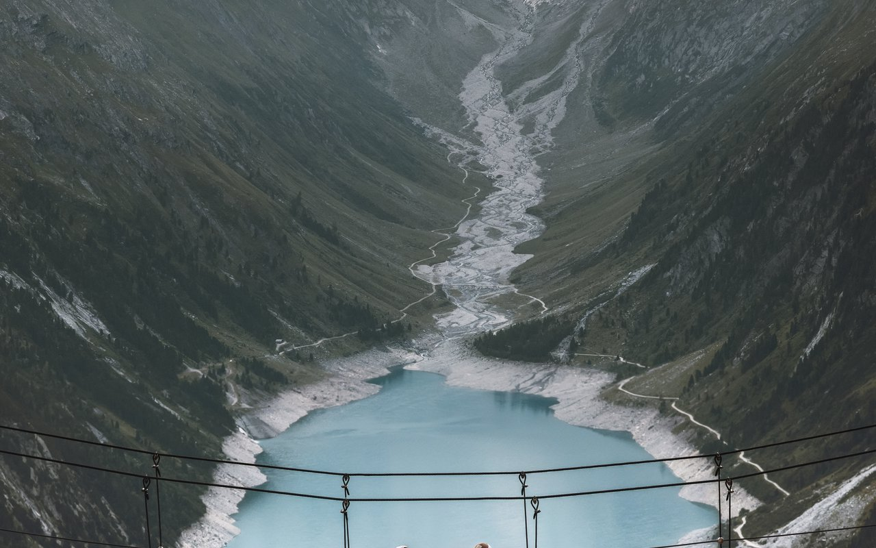 AWAYN IMAGE Walk on Dachstein Suspension Bridge