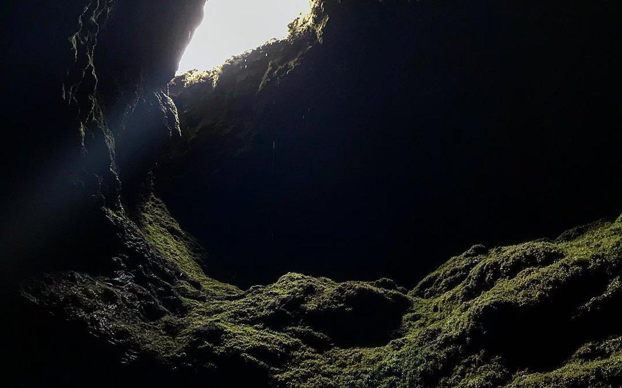 AWAYN IMAGE Hike Ape Cave Trail