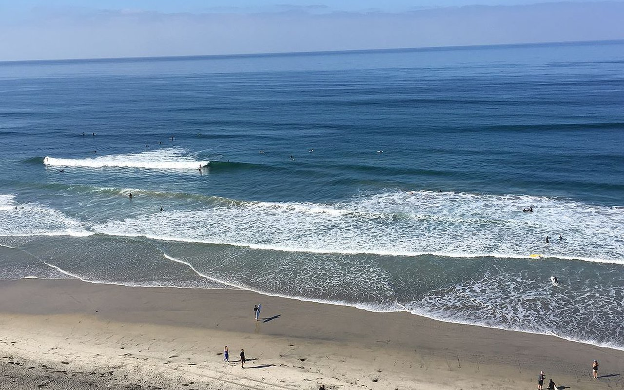 AWAYN IMAGE Beacon's Beach Walk & Surf