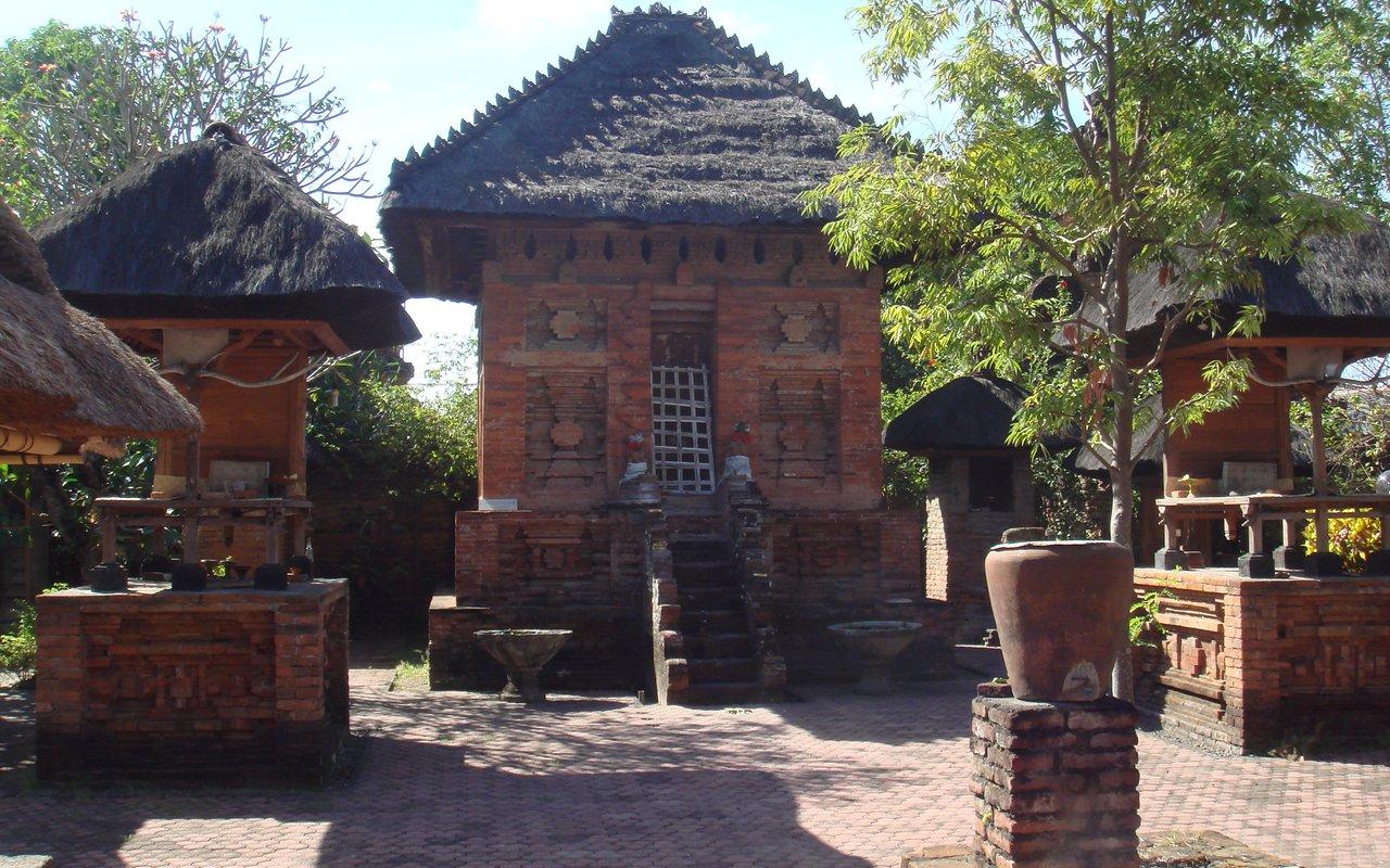AWAYN IMAGE Explore the Pura Maospahit