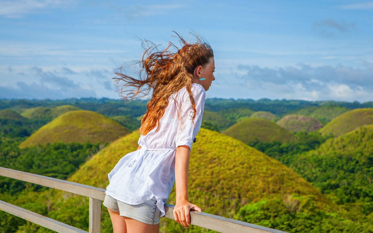AWAYN IMAGE Visit the Chocolate Hills Bohol