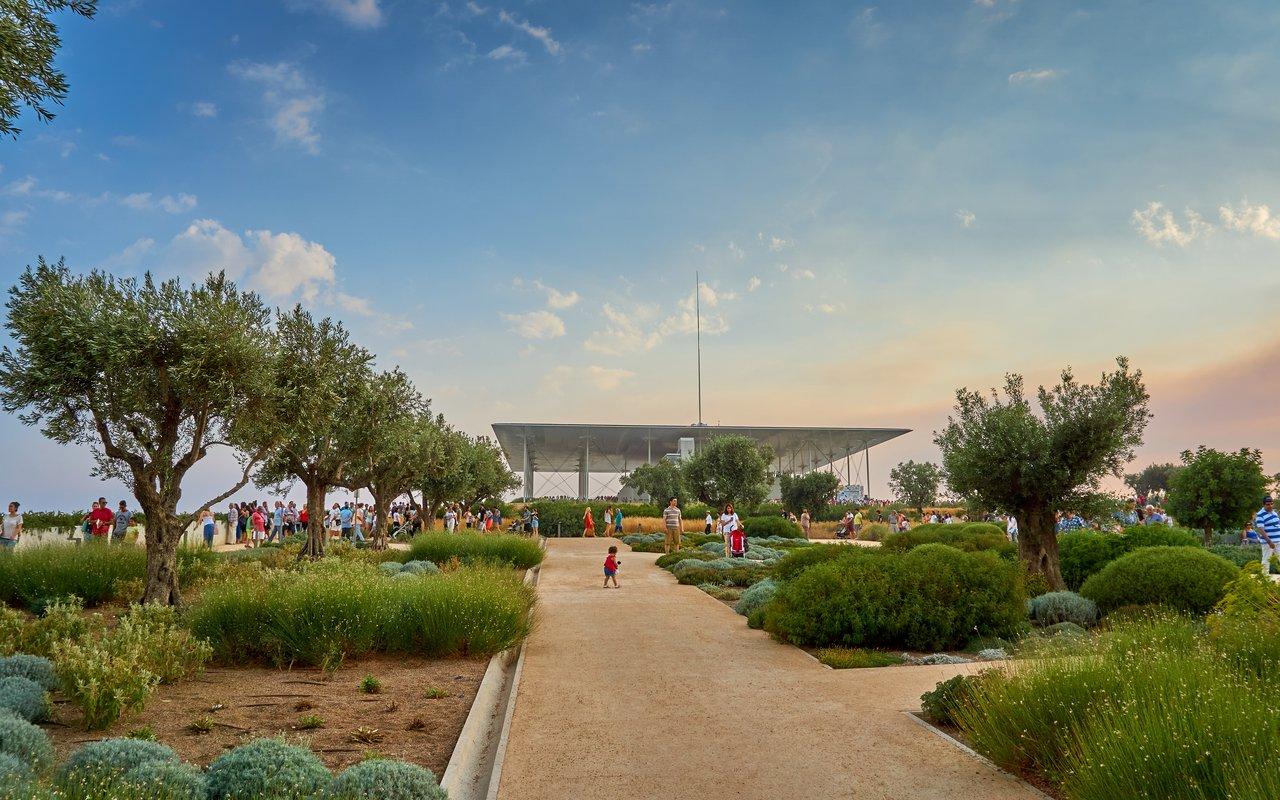 AWAYN IMAGE Stroll around Stavros Niarchos Foundation