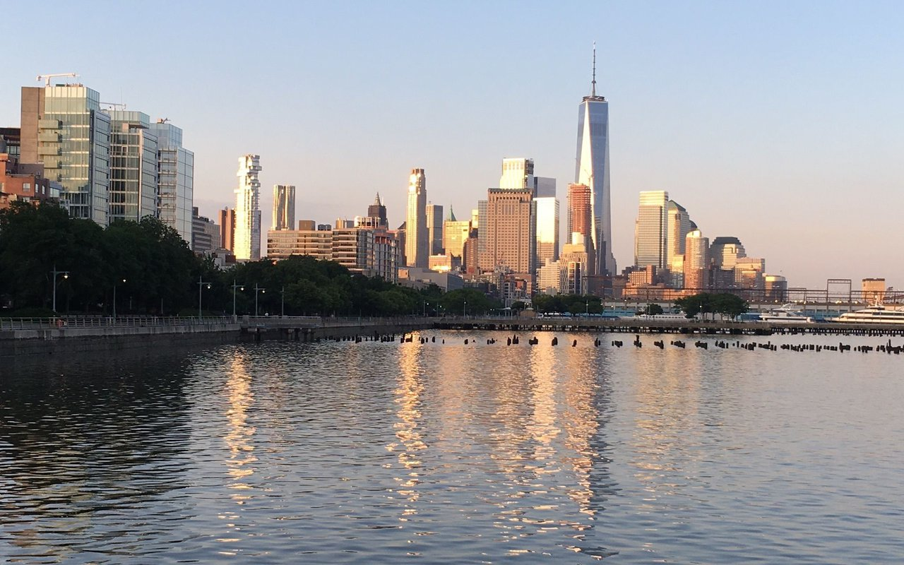 AWAYN IMAGE Walk/ Run Hudson River Greenway: Battery Park to Riverside Park