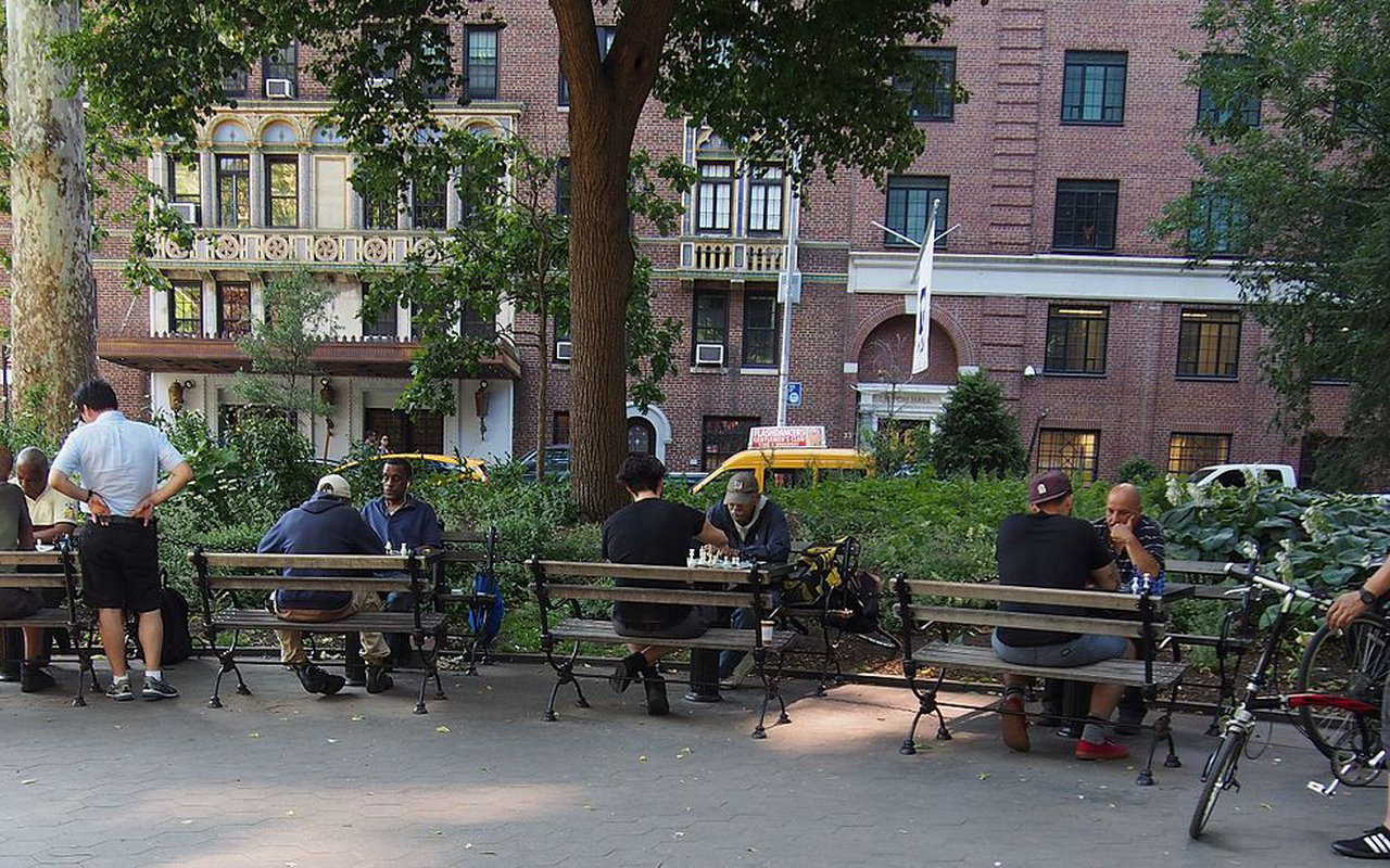AWAYN IMAGE Places to play chess outdoors. NYC, Washington Square Park: