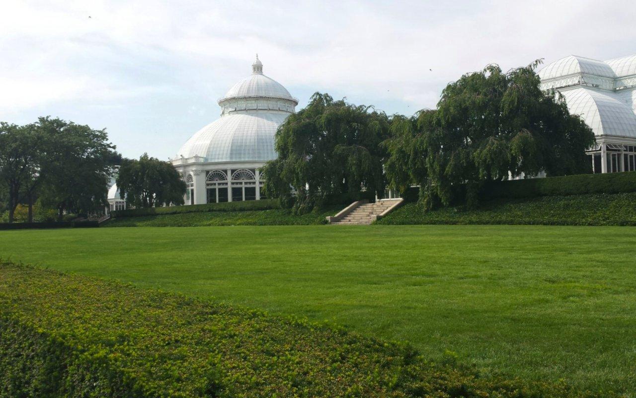 AWAYN IMAGE Walk New York Botanical Garden