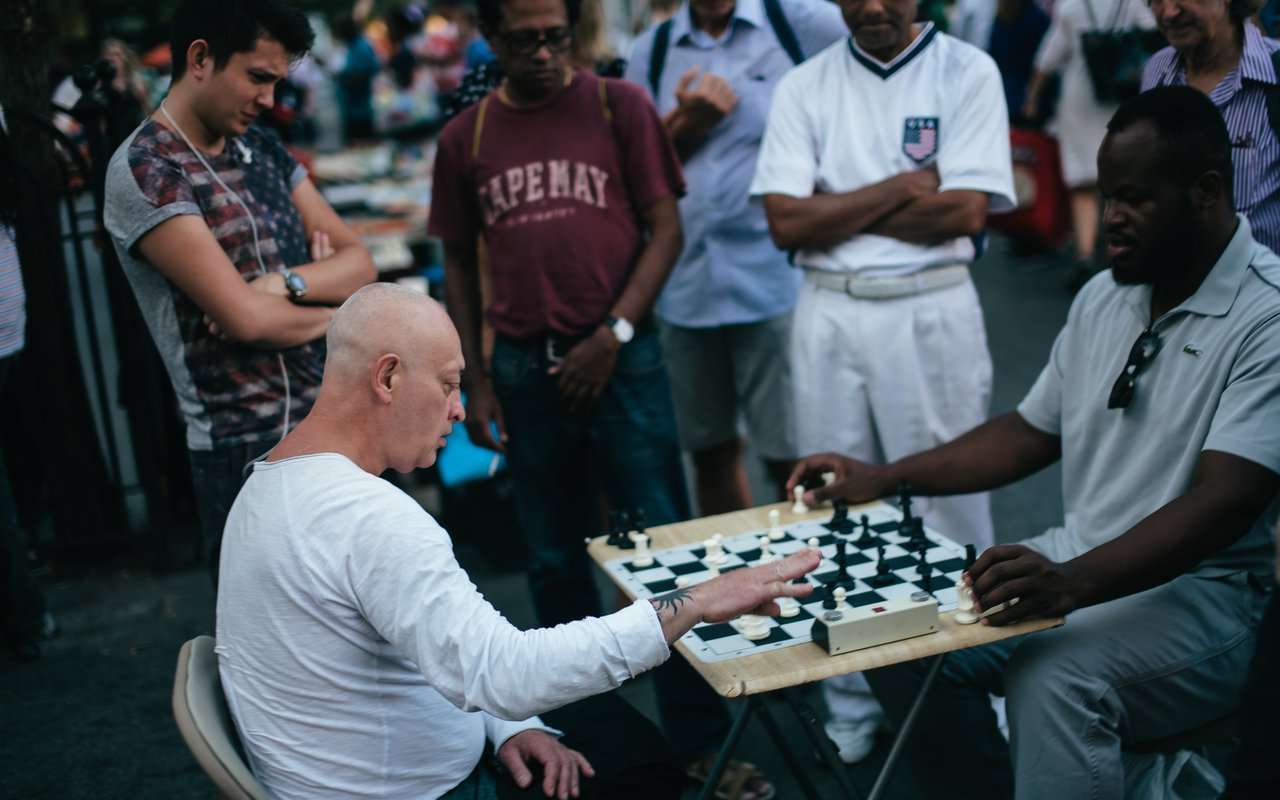 AWAYN IMAGE Places to play chess outdoors. NYC, Union Square