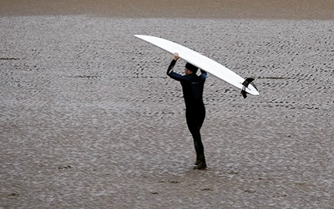 AWAYN IMAGE Surfing in Severn Bore