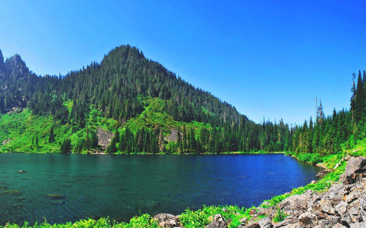 AWAYN IMAGE Hike the lake 22