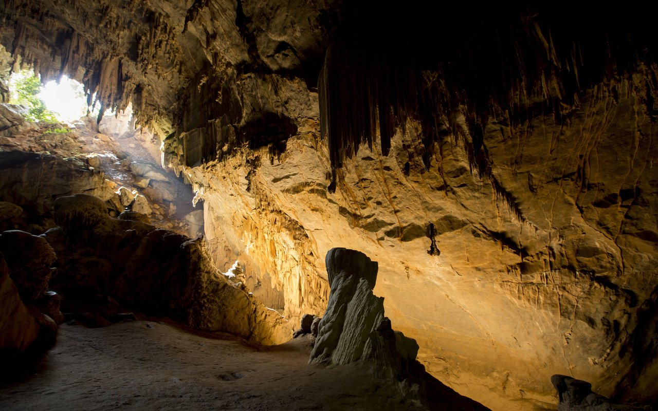 AWAYN IMAGE Mae Usu Cave