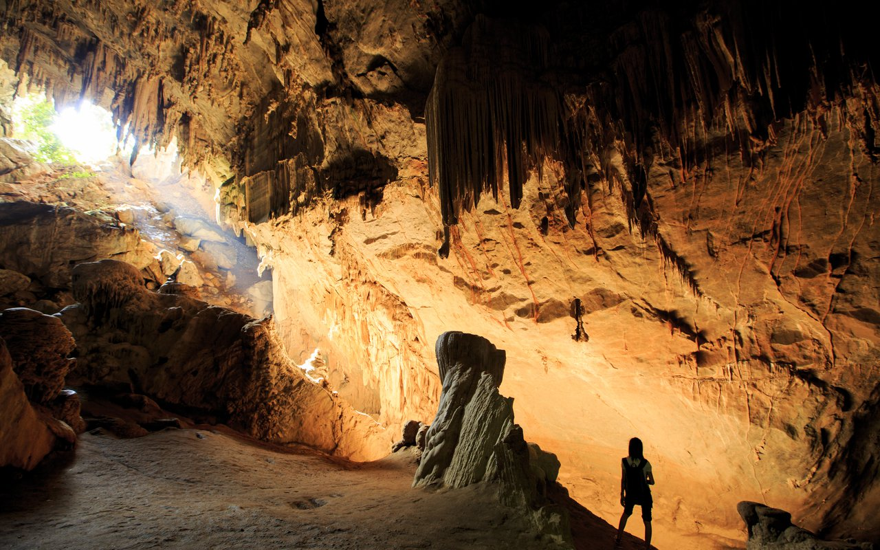AWAYN IMAGE Explore Mae Usu Cave