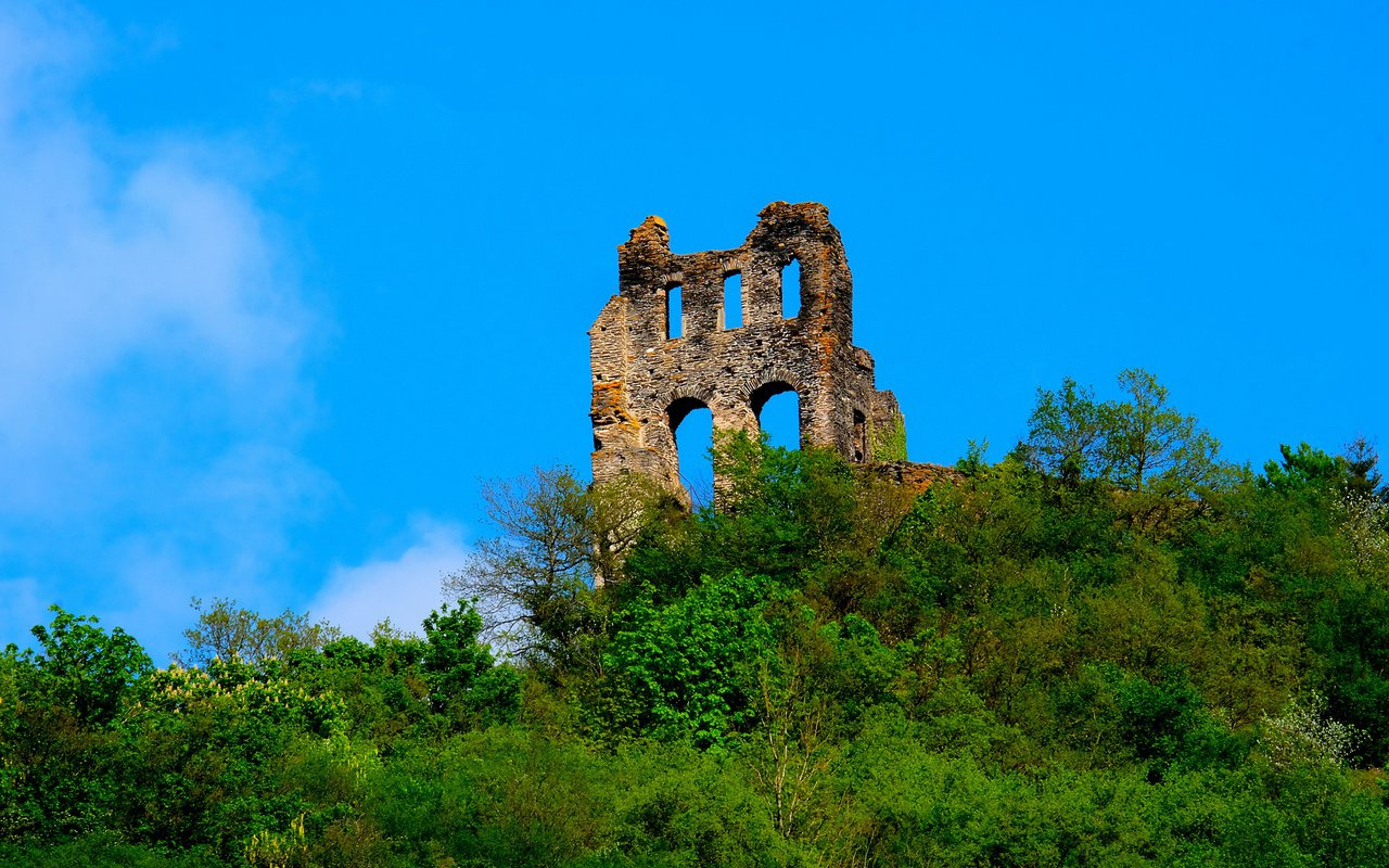 AWAYN IMAGE Check out the Ruines of Grevenburg
