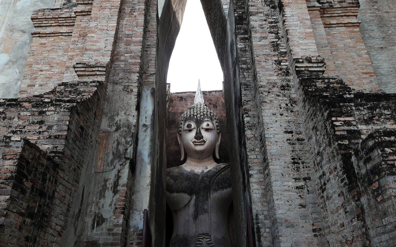 AWAYN IMAGE Visit Wat Sri Chum temple