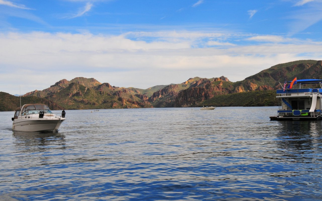 AWAYN IMAGE Lake Saguaro, Boating and Hike