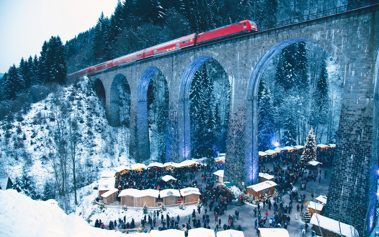 AWAYN IMAGE Christmas Market in the Ravenna Gorge