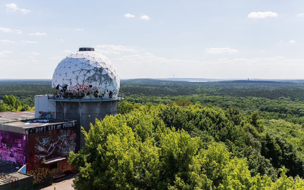 AWAYN IMAGE Photograph the Teufelsberg Domes