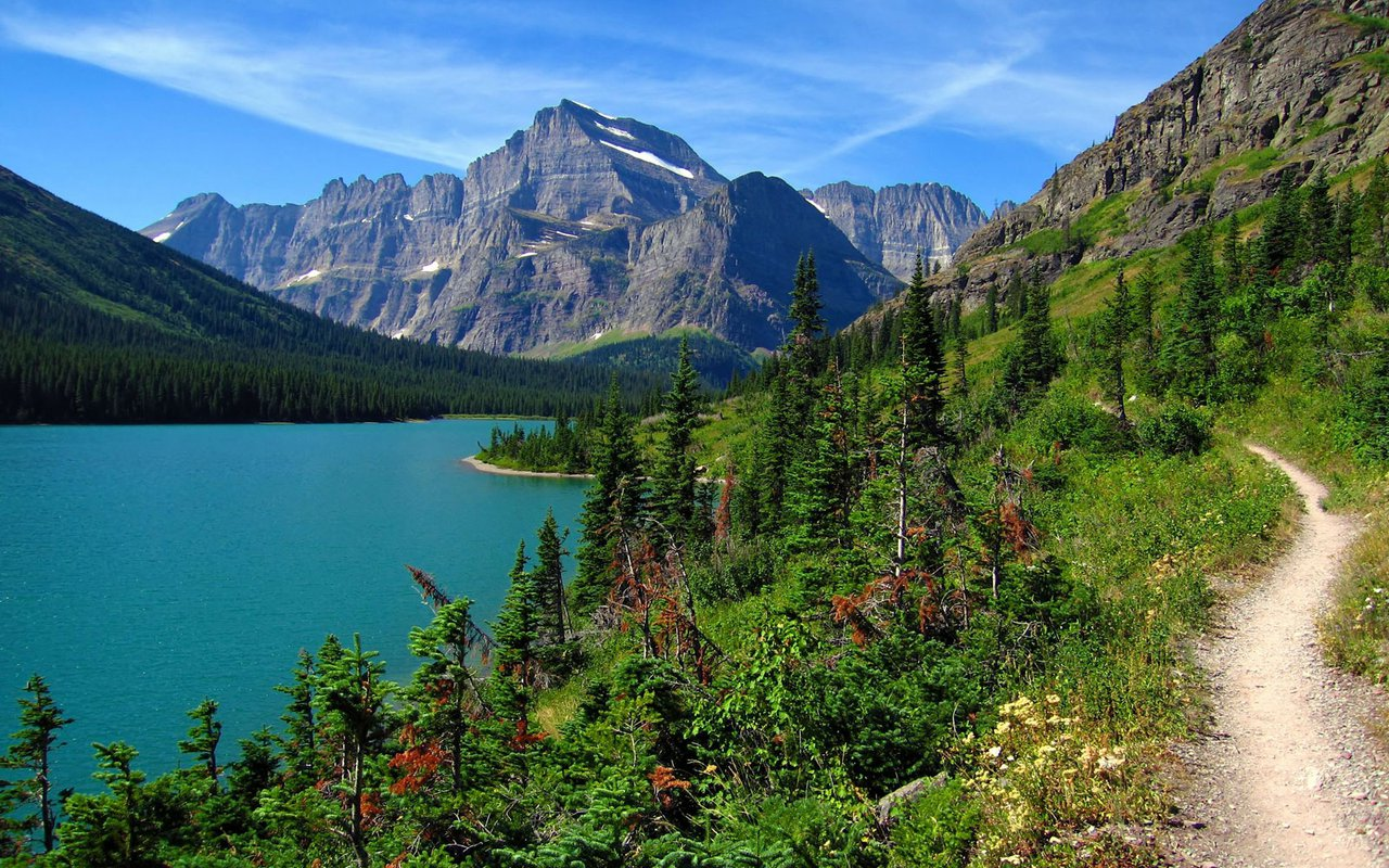 AWAYN IMAGE Hike in Glacier National Park, Montana