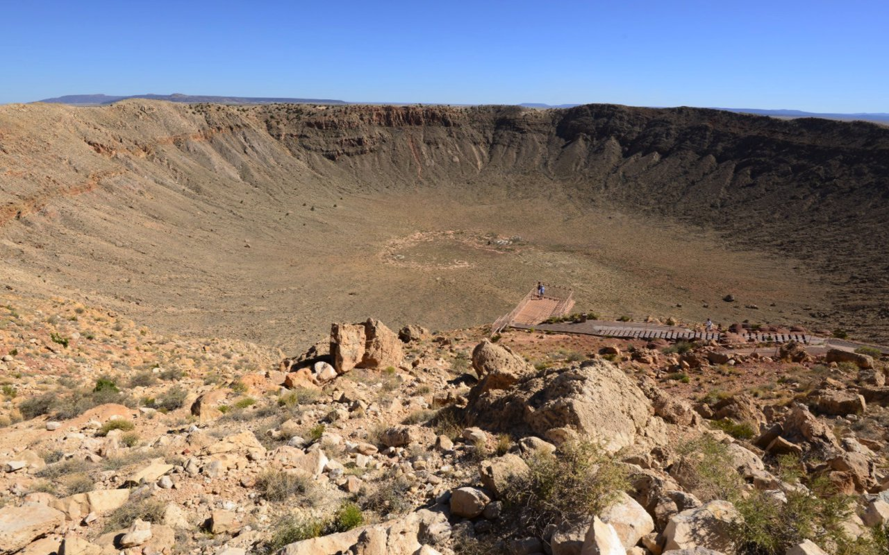 AWAYN IMAGE Hiking trip to Meteor Crater