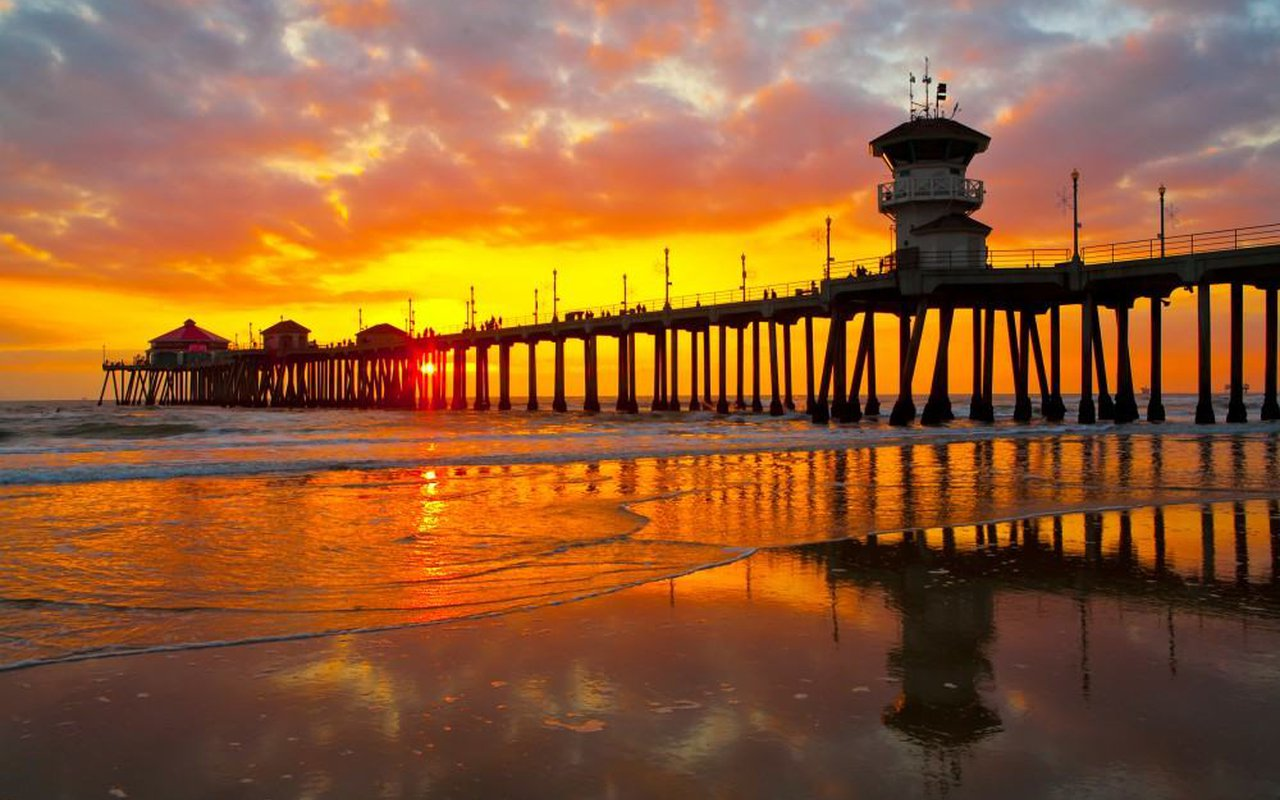 AWAYN IMAGE Surfing in Huntington Beach