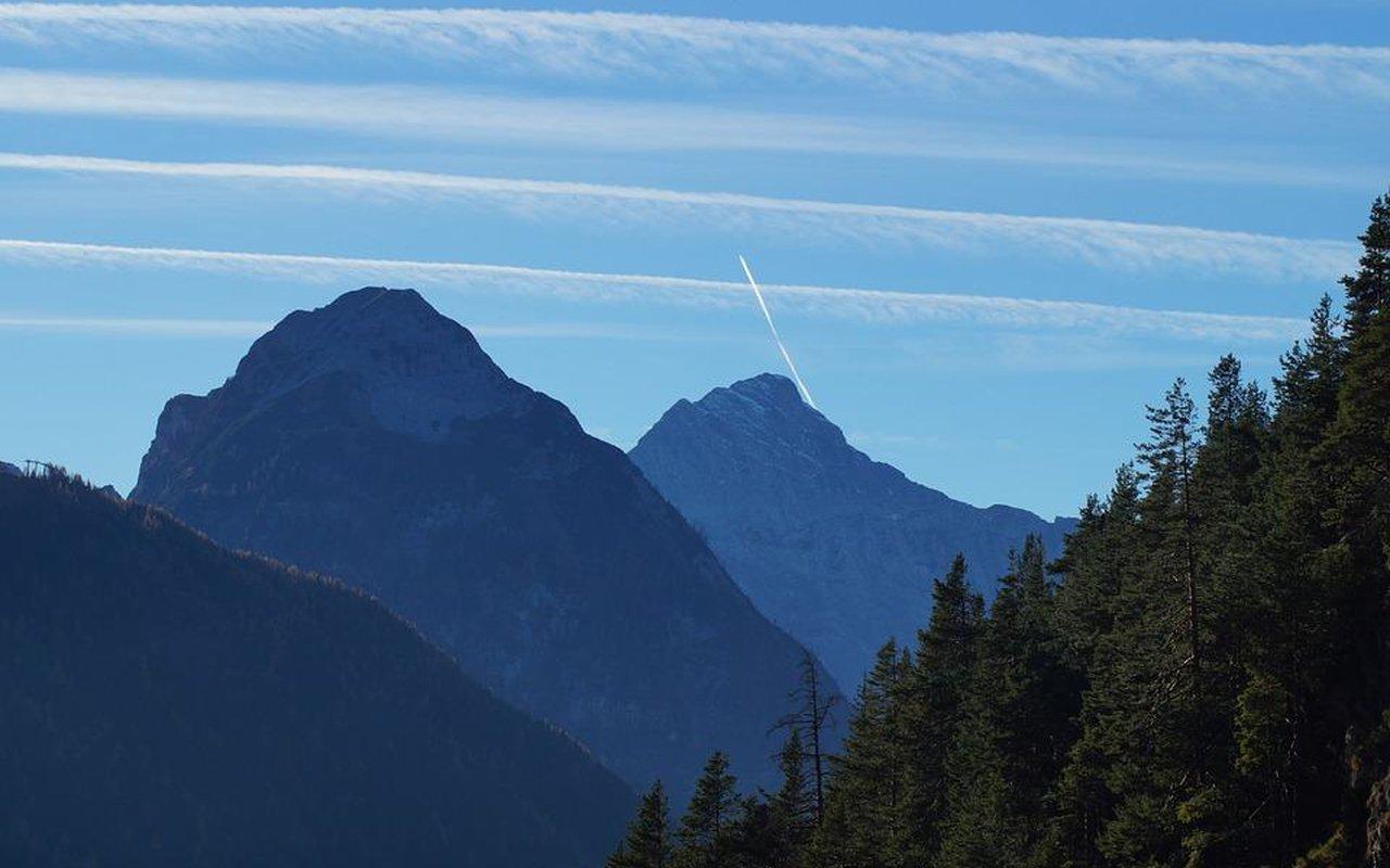 AWAYN IMAGE Achensee Hike, A joureny