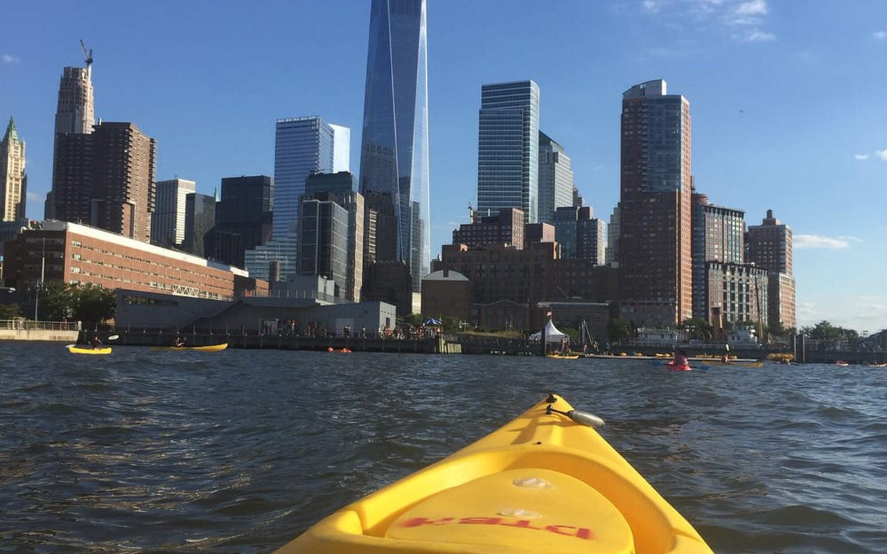 AWAYN IMAGE Kayaking on the Hudson River (Downtown Boathouse)